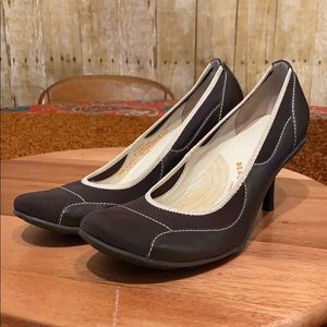 Reaction by Kenneth Cole Heels